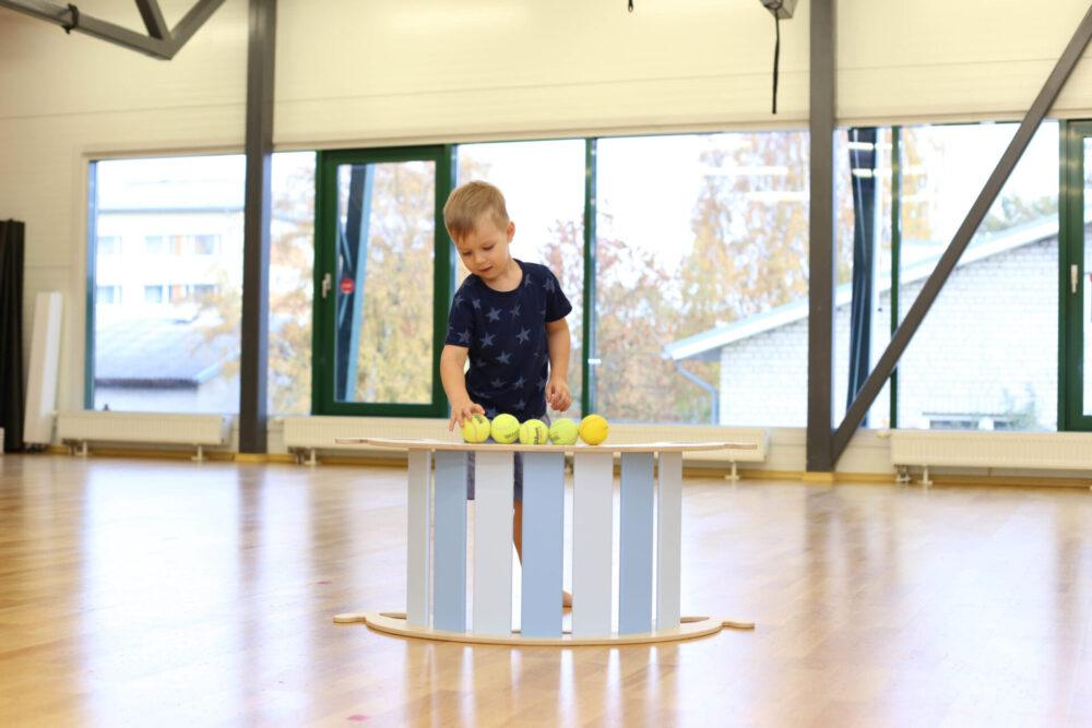 rocking toys are educational toys for developing fantasy and creativity - Schaukeltiere sind pädagogisches Spielzeug fördert Fantasie und Kreativität