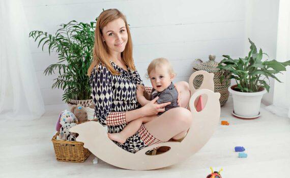 Anna, Erfinderin und Herstellerin der Nobsi Schaukeltiere