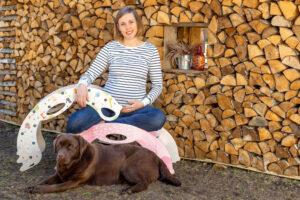 Anna-Liisa, Certified Midwife, Mother and Rocking Toy Creator and Designer - Anna-Liisa, zertifizierte Hebamme, Mutter und Schöpferin und Designerin von Schaukelspielzeug