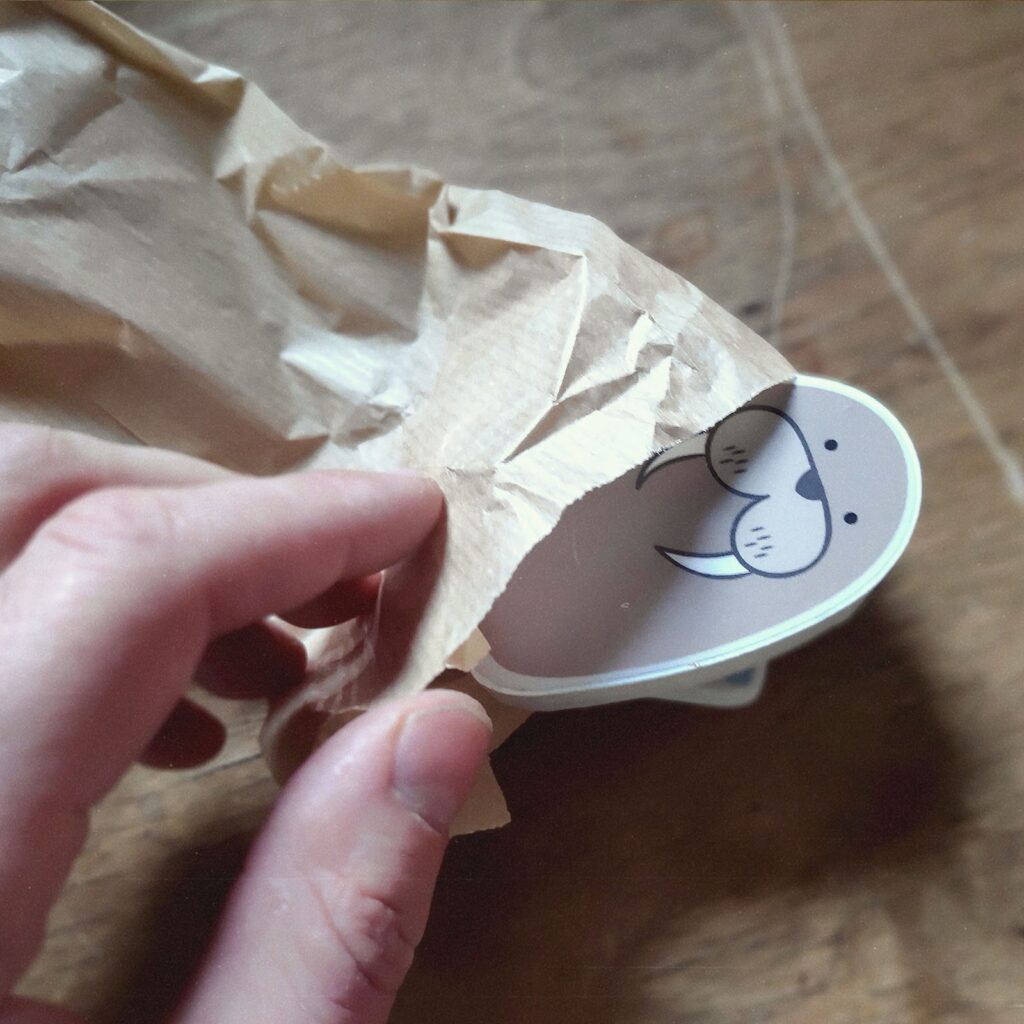 packaging of magnetic animals - Einpacken der Magnettiere