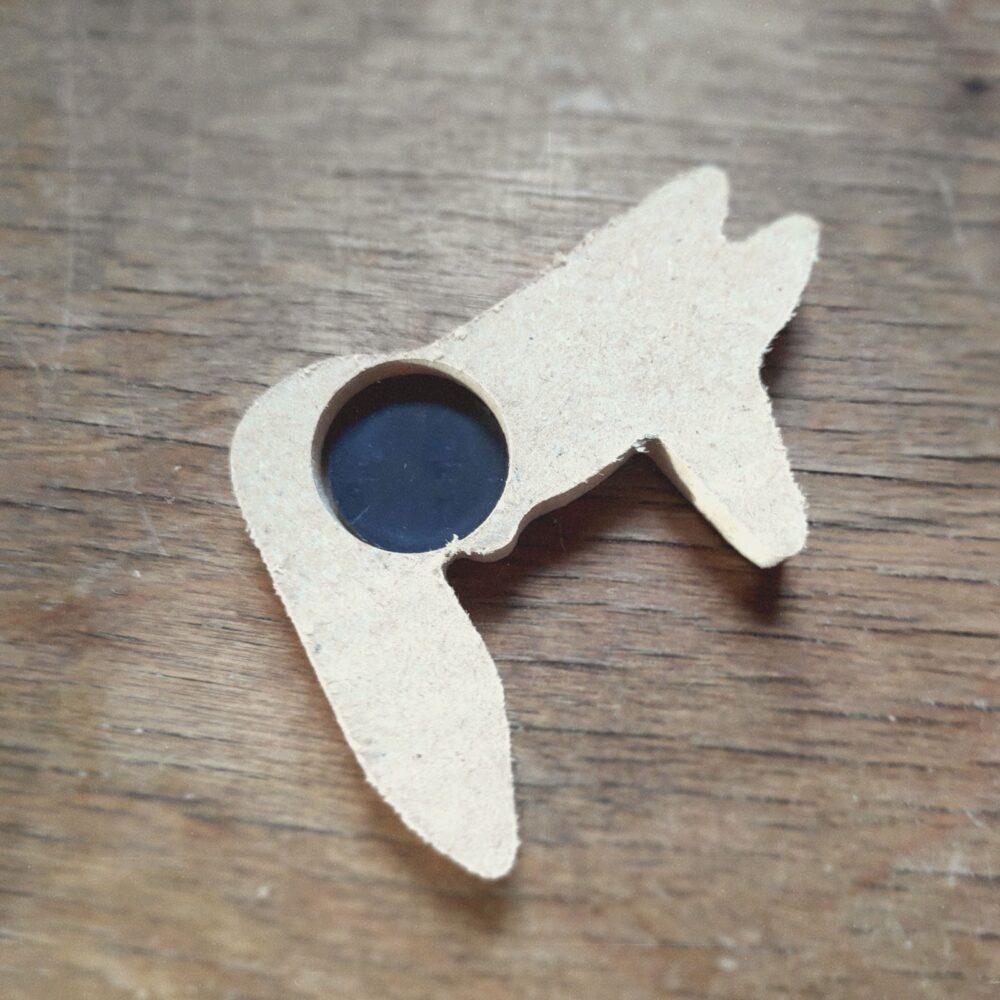 gluing of magnets into sockets - Einkleben der Magnete in die Buchsen