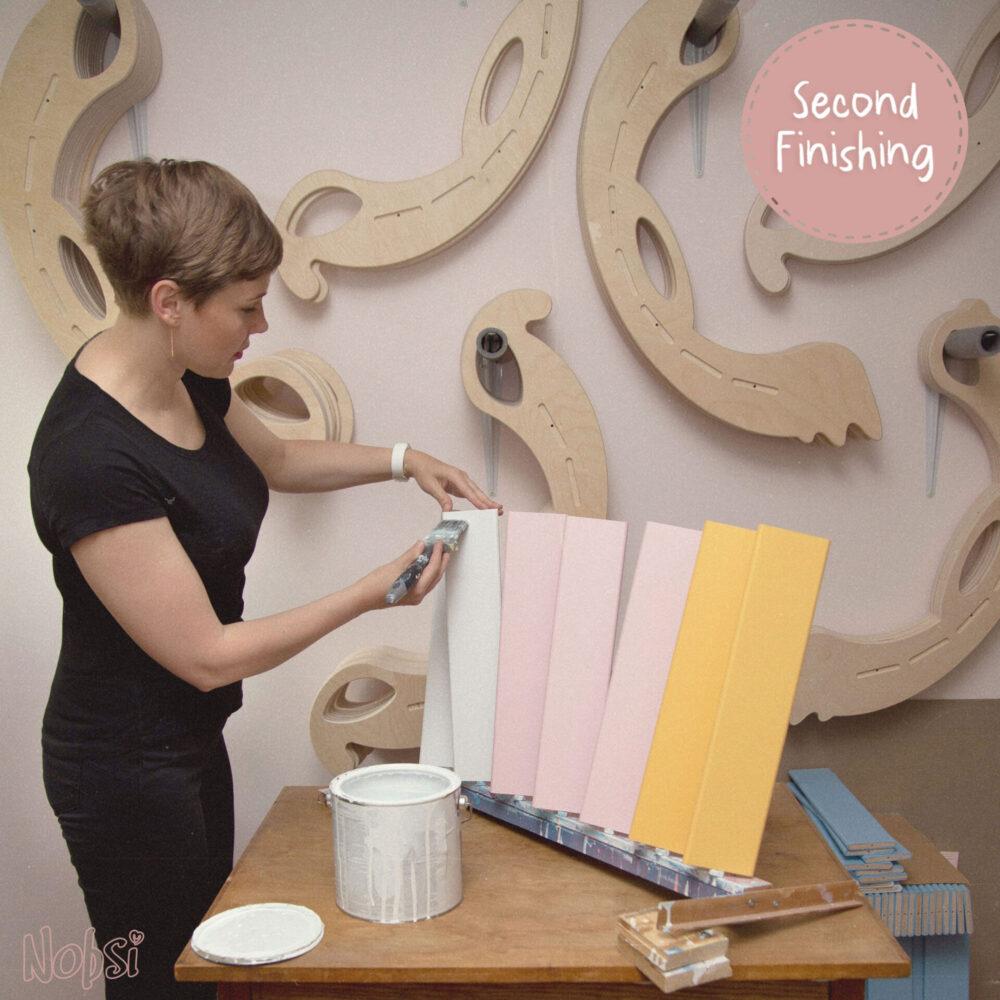 Handmade Wooden Toys - second coat of paint to the laths - Herstellung Holzschaukelpferde, auftragen der zweiten Lackschicht auf die Querleisten